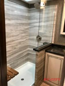 walk in shower in the 2019 Seismic[5791]
